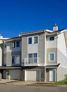 Pet Friendly Townhomes Furnished with FREE Amenities