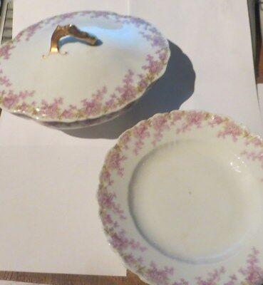 Ensemble d'une soupière ovale et de 2 assiettes creuse « Limoges France » – 1 an