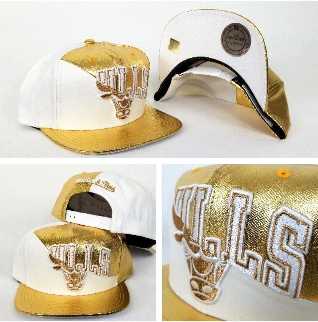 Exclusive Split White   Gold Mitchell   Ness Chicago Bulls snapback ... 0d5f1708e93