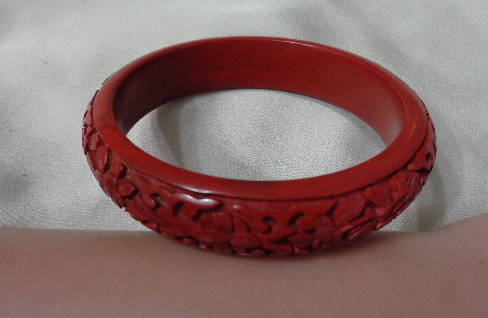 VINTAGE CINNABAR BEATIFUL BRACELET DK RED FLORAL DESIGN - $75.00
