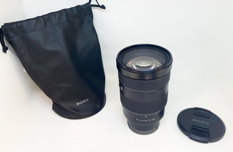 Sony SEL2470GM 24-70 mm F/2.8 Standard Zoom Lens G Master Great Condition