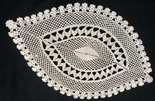 Antique  Vintage Beautiful Elaborate Oval Crochet Lace Off-white Doily 14  x 9""