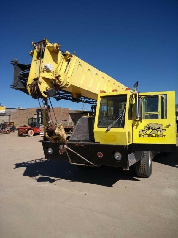 25 ton crane truck
