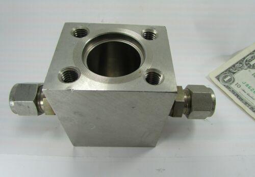 "Omega Paddle Wheel Flow Sensor / Transmitter Tee Housing 1/2"" OD Swagelok 316SS"