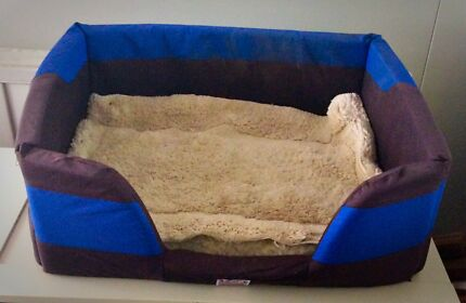 Dog bed with lambswool insert