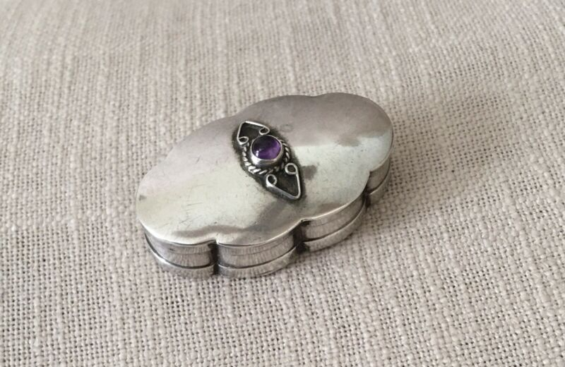 Vtg Mexico Sterling Silver Scalloped Edge Hinged Pill Box w/ Amethyst Cabochon