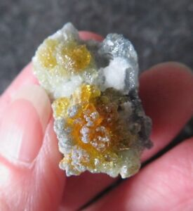 RARE & LOVELY BI-COLOURED ZINCITE (10.6 grams / 26 mm)  NATURAL  (A28)  POLAND