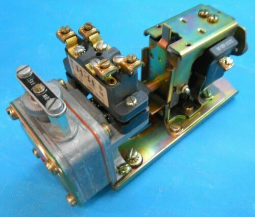 Square D 9050 B0-1E pneumatic timing relay / delay **NEW SURPLUS**
