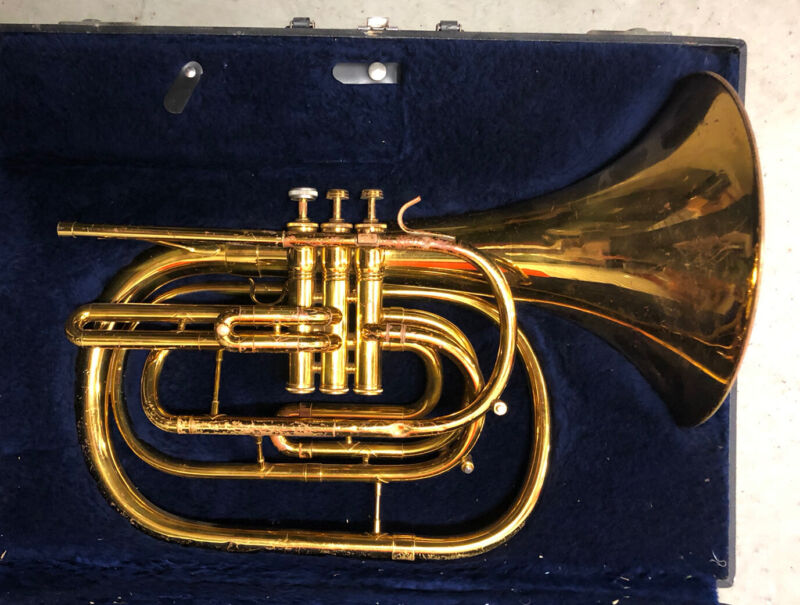 CONN 134E USA MARCHING MELLOPHONE/MARCHING HORN + CASE