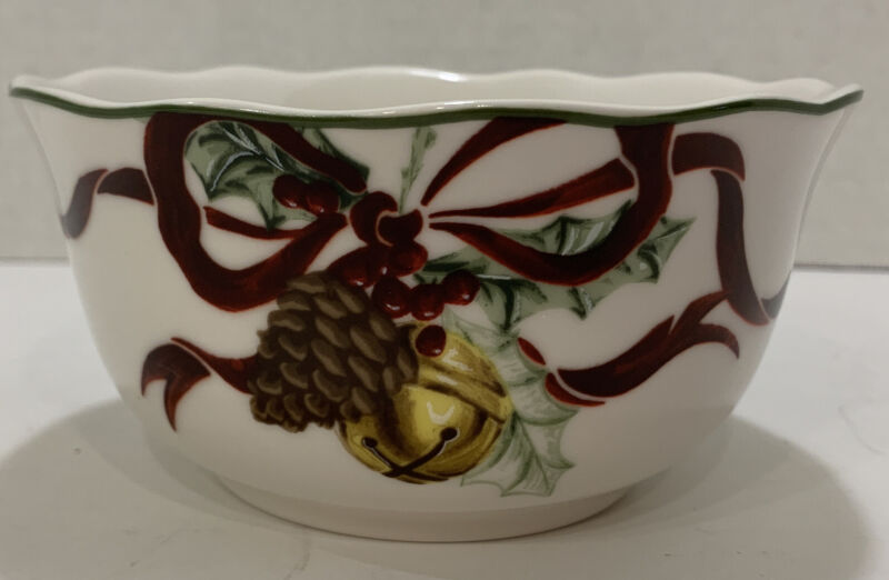 """Noble Excellence """"Holly Bells"""" Pine Cone Christmas Holiday Soup Salad Bowl"""