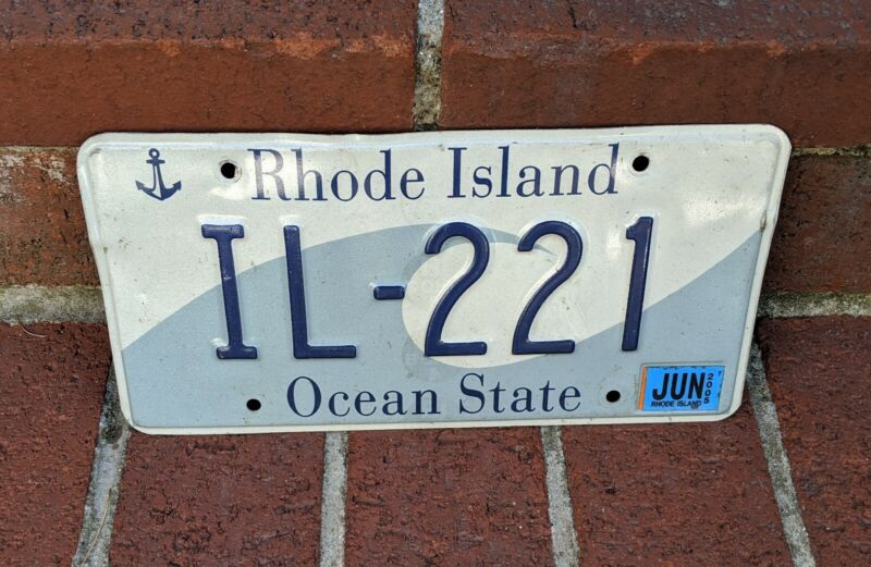 Nice 2005 RHODE ISLAND GRAPHIC WAVE ANCHOR OCEAN STATE LICENSE PLATE R I IL-221