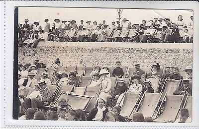 RARE VINTAGE POSTCARD PEOPLE IN DECKCHAIRS (ISLE OF WIGHT) ?