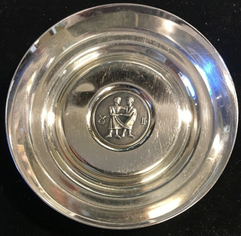 """Sterling Ashtray W/ Man & Woman In The Middle (4""""x.75""""/72.18g) Silver Tub"""