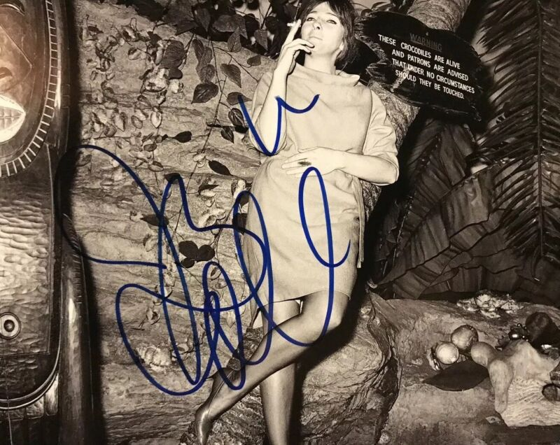 JUDY COLLINS HAND SIGNED 8x10 PHOTO AUTOGRAPHED SINGER AUTHENTIC VERY RARE