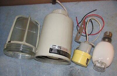 VINTAGE CROUSE HINDS V57 ELECTRIC LAMP BASE SOCKET 660W 600V SIMILAR TO EV60