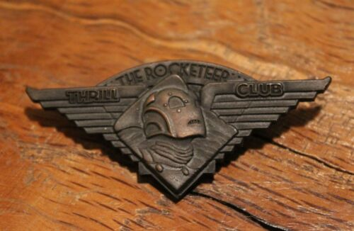"""Factory Sealed """"Rocketeer Thrill Club"""" Pin Dave Stevens"""