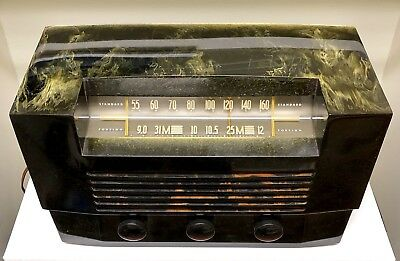 "RCA ""Tuna Boat"" Catalin Bakelite vacuum tube radio"