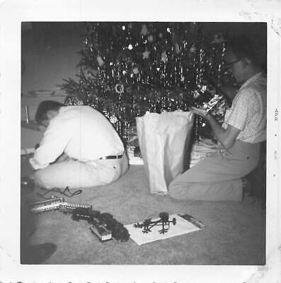 YOUNG MEN PUTTING TRAIN SET & TRACK TOGETHER CHRISTMAS TREE VTG FOUND PHOTO 487
