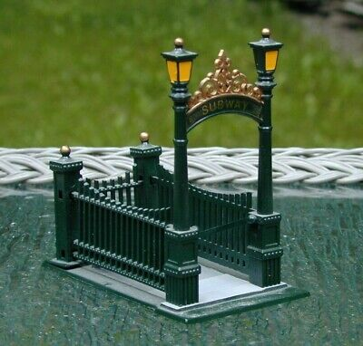 """VINTAGE MINT 1991 CHRISTMAS IN THE CITY """"CITY SUBWAY ENTRANCE"""" 55417 RETIRED"""