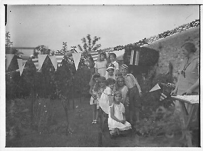 1920s FLAPPER ERA GIRLS & BOY DRESS UP FUN OUTDOOR PARTY HEADBAND Vtg Photo - Flapper Boy
