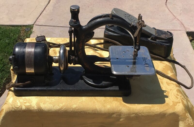 Vintage Willcox and Gibbs Sewing Machine w/ Foot Floor Control
