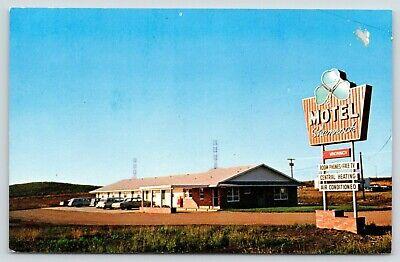 Spirit Lake Iowa~Thelma & Hans Jessen's Motel Shamrock~1960s Cars~Station Wagon