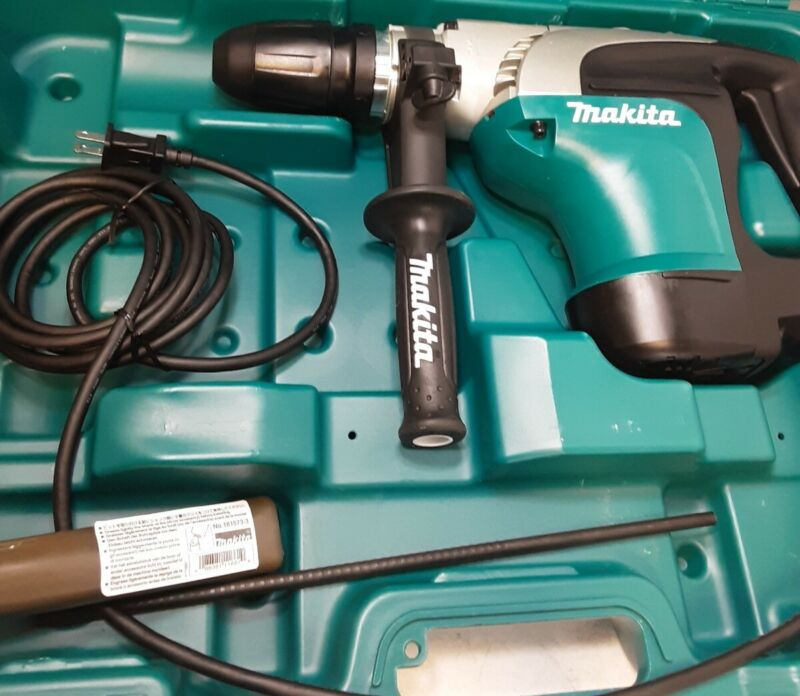 Makita Corded Rotary Hammer Drill 1-9/16 in. SDS-Max Chuck 10 AmpMotor680 RPM(O)