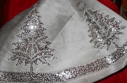 """NEW SILVER GRAY WITH SILVER SEQUIN BEADED JEWELS 54"""" LINED CHRISTMAS TREE SKIRT"""