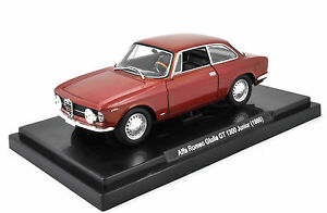 Alfa-Romeo-Giulia-GT-1300-Junior-1966-1-24-Quattroruote-Collection-Die-Cast