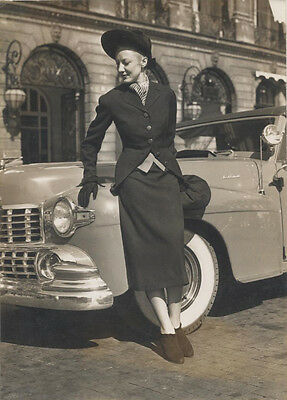 1940S FASHION PORTRAIT OF BEAUTIFUL WOMAN POSED WITH CAR - PARIS, FRANCE
