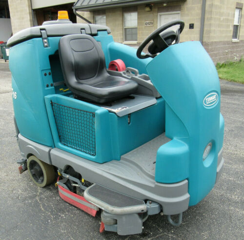 Tennant T16 Scrubber / Sweeper 36V Electric Only 173 Hours Very Good Condition!!