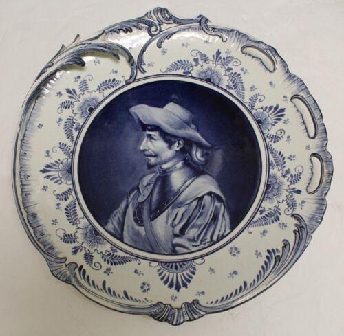 """ANTIQUE ROYAL BONN """" DELFT """" BLUE & WHITE PORCELAIN 13"""" SWASHBUCKLER MAN PLATE"""