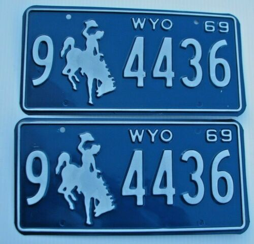 """MINT WYOMING 1969  AUTO PAIR LICENSE PLATE PLATES """" 9  4436 """" BUCKING BRONCO WY"""