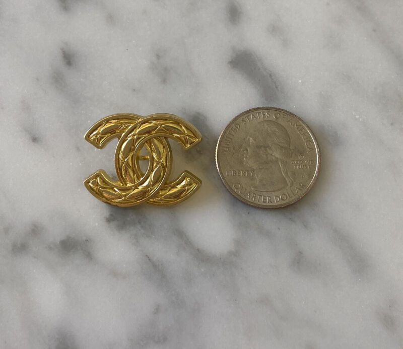 CHANEL  Gold cc 22 MM BUTTON