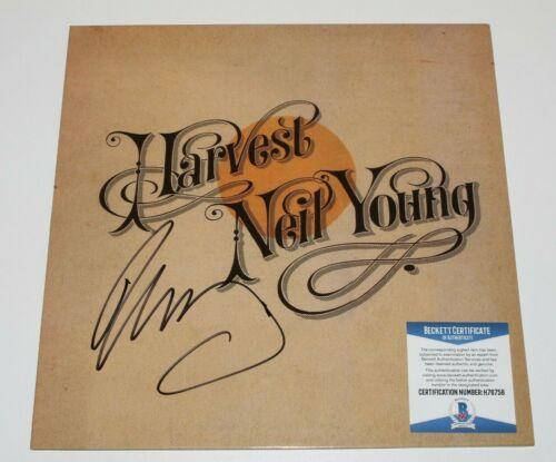 NEIL YOUNG SIGNED 'HARVEST' VINYL RECORD ALBUM LP BECKETT COA SINGER PROOF
