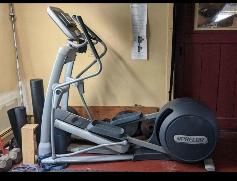 Precor EFX 556i Elliptical Fitness Crosstrainer