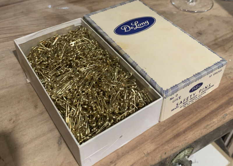 Vintage DeLong Brass Safety Pins 0 Original Box 10 Gross NEW