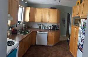 House For Sale in Hay River with Heated Garage. Yellowknife Northwest Territories image 3
