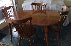 Dining room set (china cabinet, table, 2 extensions, 6 chairs)