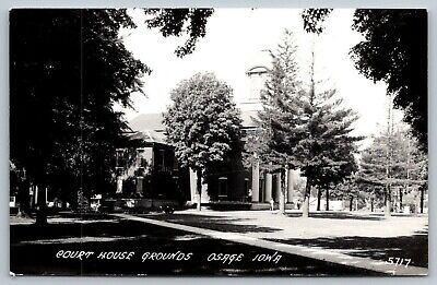 Osage Iowa~Mitchell County Court House Grounds~Old Fellas on Steps~1950s RPPC ()