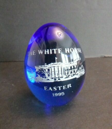 Vintage 1995 The White House Glass Easter Egg Blue Glass Paperweight