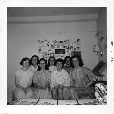 College Party Girls (COLLEGE GIRLS CO-ED UNIVERSITY WOMEN SLEEPOVER DORM PAJAMA PARTY VTG 1950s)