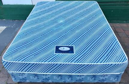 Good condition Sleep Maker brand queen mattress with base