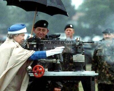 QUEEN ELIZABETH II FIRES BRITISH L85 BATTLE RIFLE IN 1993 - 8X10 PHOTO (AA-981)