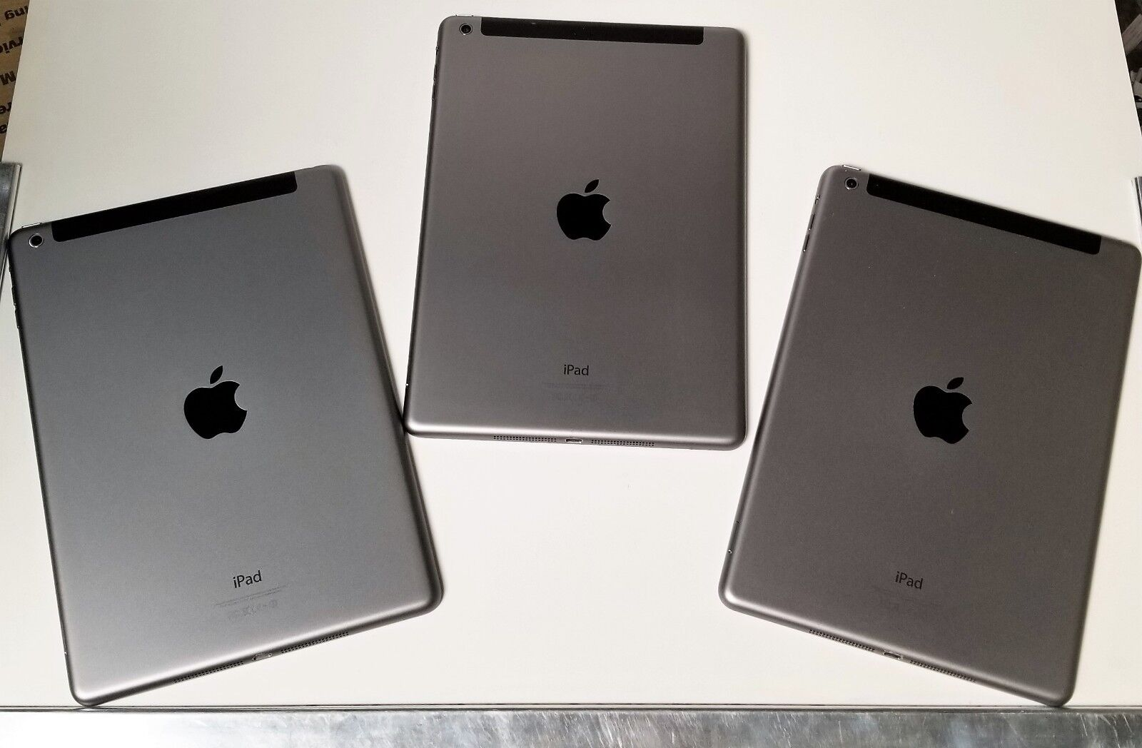 Apple iPad Air 16GB, Wi-Fi + Cellular (Verizon), 9.7in - Space Gray