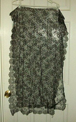 BEAUTIFUL BLACK SPANISH MANTILLA by Artesania Textil (silk/tulle) from early 60s