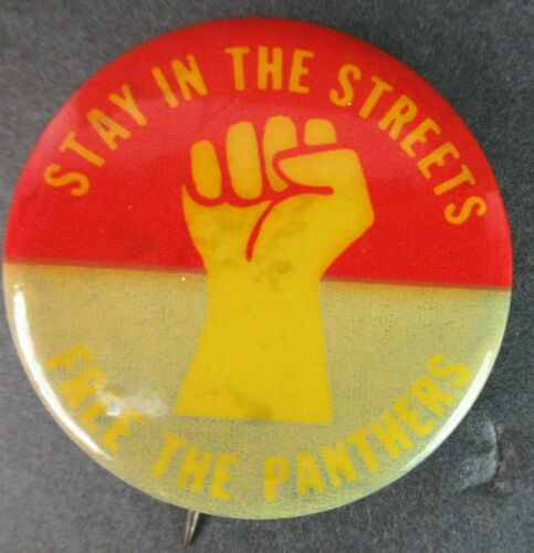 """VINTAGE BLACK PANTHER PARTY PINBACK BUTTON """"STA IN THE STREETS FREE THE PANTHERS"""