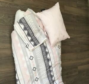 Girls double comforter, 2 pillow shams and decorative pillow
