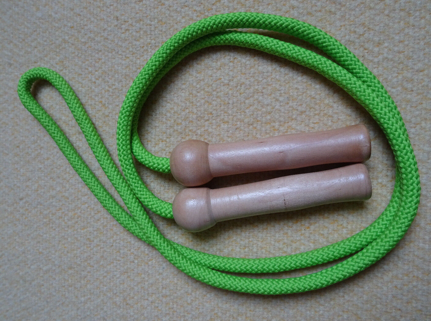 Springseil für Kinder - 2 Holzgriffe - 1,85m lang hellgrün gebraucht neuwertig
