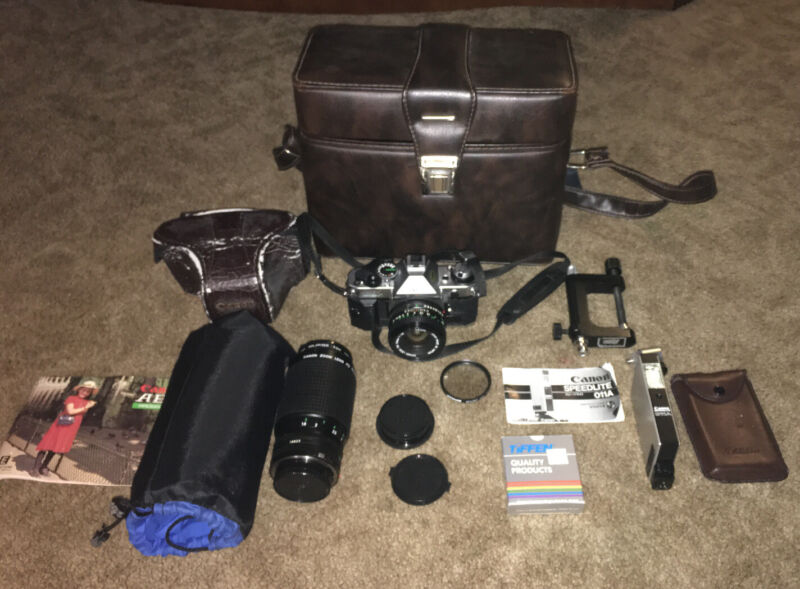 Canon AE-1 Camera Lens Carrying Case Canon Speedlite 011A Untested